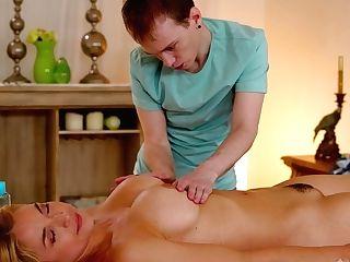 Rubdown Boy Has The Honor Of Fucking Supah Sexy Cougar Customer Sarah Vandella
