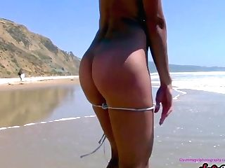 Sofiemariexxx - Mummy Taunts Passersby Naked On The Beach