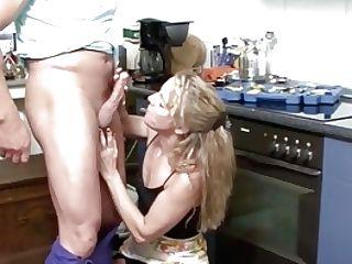 Mutter Ist Alleine Zu Hause Und Fickt Den Handwerker